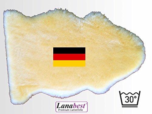 Baby-Lammfell ca. 80 cm, in DEUTSCHLAND hergestellt. FABRIKFRISCH. Medizinisch gegerbte Merino-Lammfelle in Spitzenqualität: besonders zart, kuschelig und geruchsarm. 30° waschbar. Bestens geeignet als Baby-Lammfell, für den Kinderwagen oder den Kindersitz im Auto. Spitzenqualität der Sie vertrauen können = Geschenkqualität. Deutsches Qualitätsprodukt! Lederlänge ca.80cm
